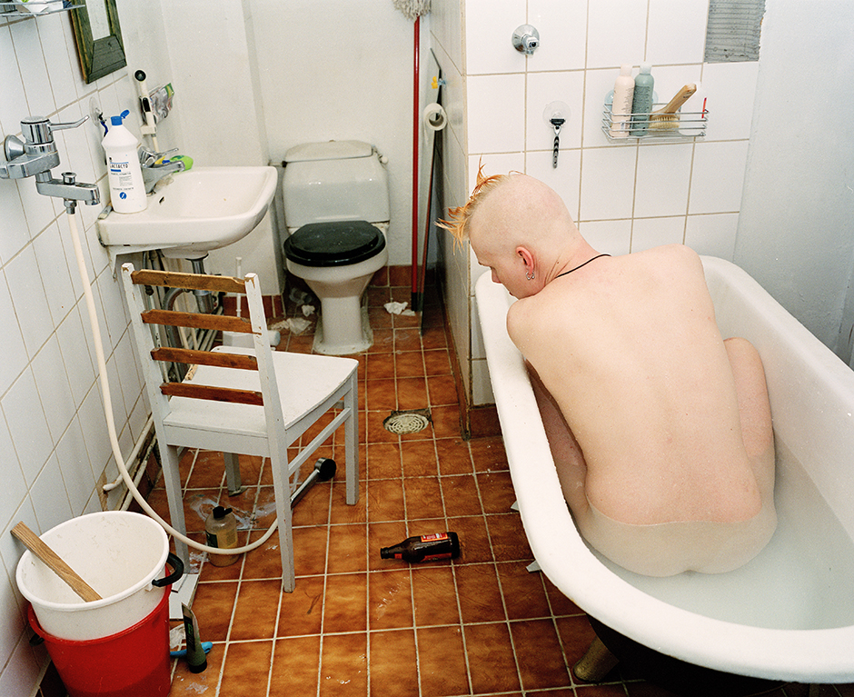 Mikko in the Pietarinkatu bathroom, 2001